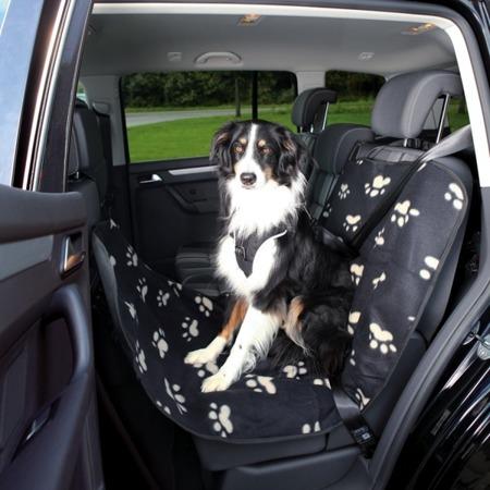 Mata dla psa na tylne siedzenie samochodu - czarna w beżowe łapki - 145x65 cm